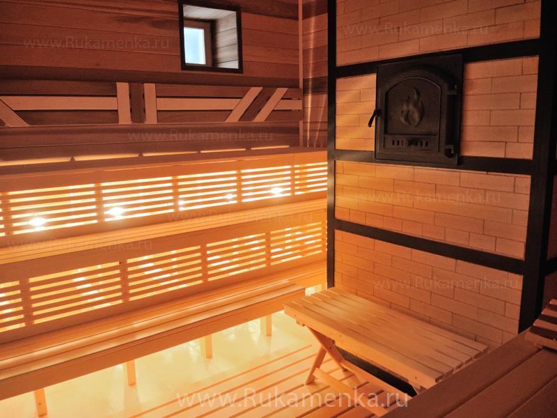 Печь каменка и отделка парилки в бане деревянной вагонкой из липы и кедра